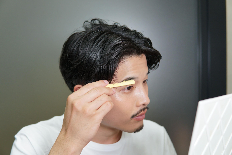 メンズ眉毛剃り写真