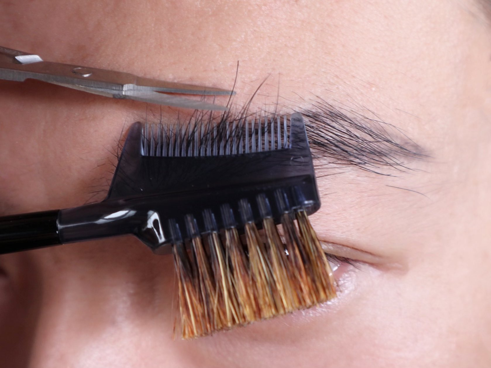 社会人の眉毛の正しい整え方-眉カット