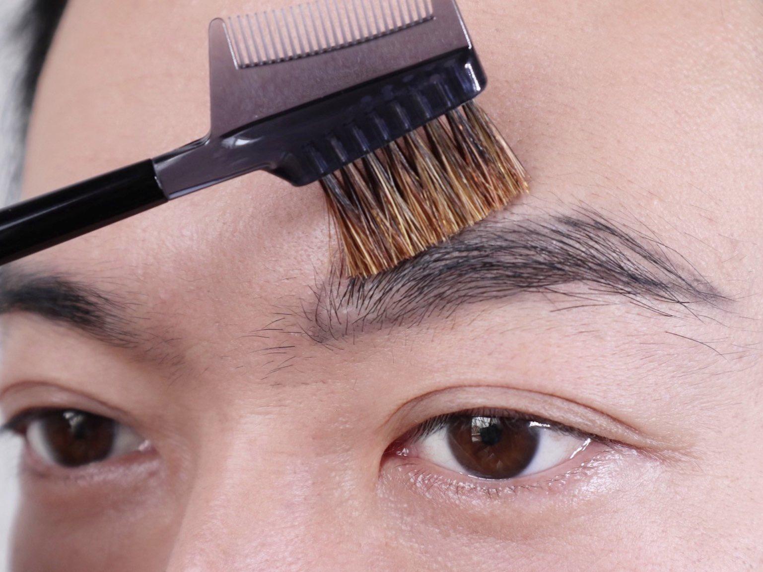 社会人の眉毛の正しい位置-コーム