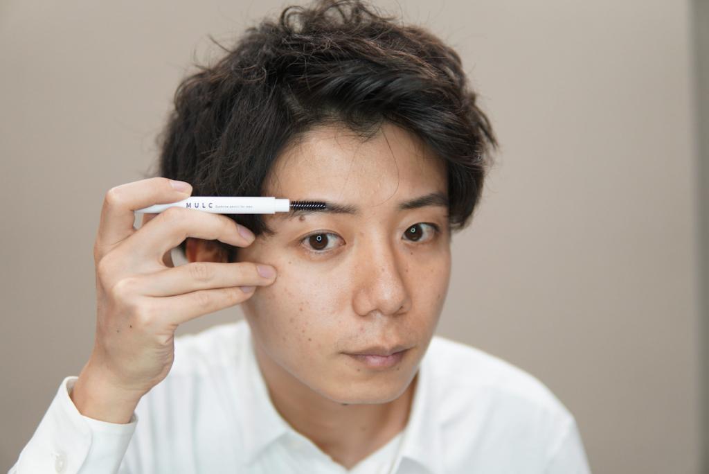 brush eye brows